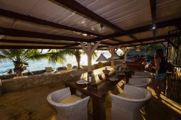 Flintstone 2 bedroom oceanfront vacation house, Sun Reef Village Curacao - Flintstone Photos